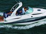 Jacht umożliwia kilkudniowy odpoczynek na wodzie