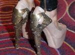 Doda w butach Alexandra McQueena
