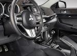 nowy wystrój wnętrza Mitsubishi Lancer Evolution