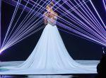 """Jennifer Lopez podczas American Idol w sukni """"Infiniti"""", zdjęcie 4"""