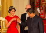 Kate Middleton jak prawdziwa księżniczka w czerwonej sukni i tiarze, zdjęcie 2