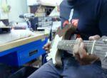 Gadżety: Fender Stratocaster z tektury, zdjęcie 3