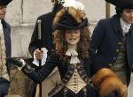 Anglia, rok 1774, szesnastoletnia dama dworu Georgina (Kiera Knightley) wyróżnia się spośród młodych arystokratek urodą i wdziękiem