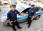 Opalizujący granat munduru Policjantów.