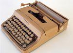 Maszyna do pisania - autor: Chris Gilmour