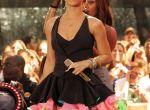 Rihanna wygląda jak konduktor z bajki