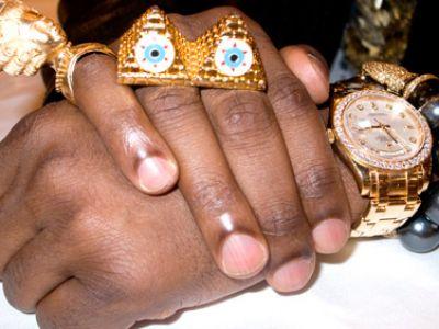 Kanye West cały w błyskotkach!