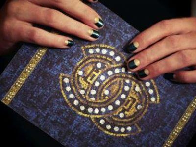 """Kolekcja Chanel Fall 2011 oślepia """"bogatym"""" błyskiem"""