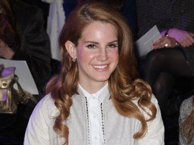 Lana Del Rey nawiązuje współprace z Mulberry.