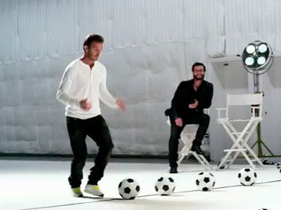 Beckham kontra 15-metrowa ściana bębnów.