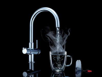 Designerski kran z wrzącą wodą
