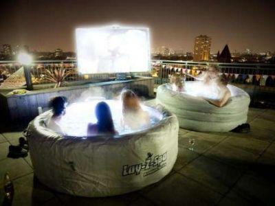Kino Hot Tub