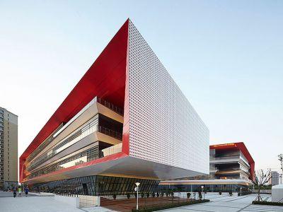 Trendy w architekturze: Designerskie liceum