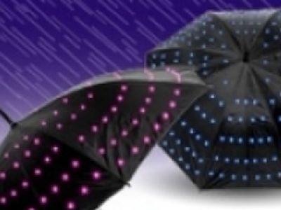 Świecący parasol - jesień w kolorach tęczy.