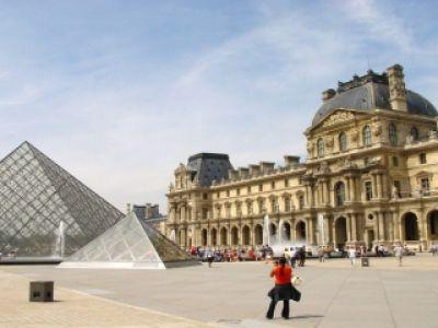 Przewodnik po Paryżu – zapach kawy i croissanta