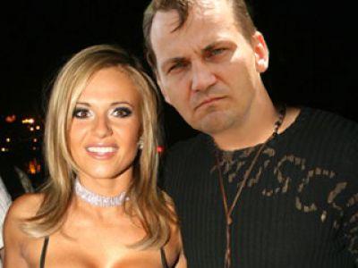 Sikorski:  Doda jest lepiej wyposażona niż Paris Hilton