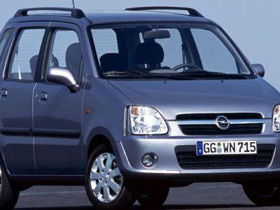 Kwadrat na drodze- Opel Agila