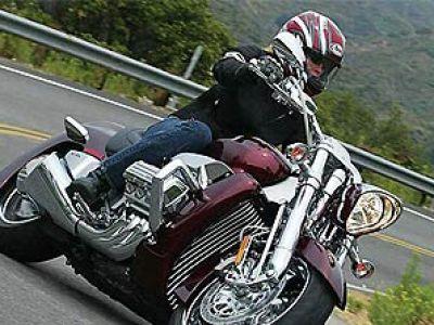 Motocykl oryginalną odskocznią od samochodu