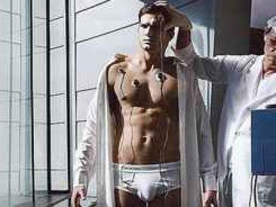 Ashton Kutcher -  czy to w majtkach jest prawdziwe? (FOTO)