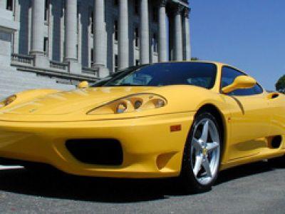 Sportowe samochody. Salon Ferrari w Warszawie