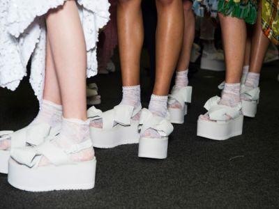 b69f71b4 Thornton i Bregazzi inspirację do nowych form obuwia czerpali z pastelowych  gotyckich motywów z Tokio. Wpływ na projektantów wywarł także Jeff Koons i  jego ...