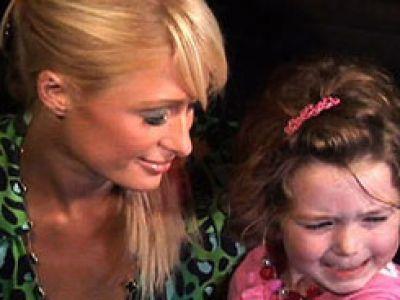 Paris Hilton dla dzieci z urazami kręgosłupa. Gwiazdy i akcje dobroczynne.
