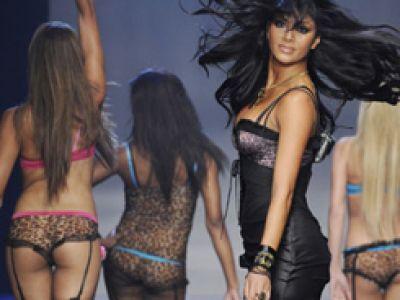 Rozebrane Pussycat Dolls na LA Fashion Week.