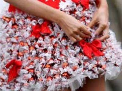Sukienka z czekoladek Lindt i kryształków Svarovski