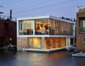 Trendy architektura: pływający dom