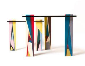 Design meble: abstrakcyjne stolik
