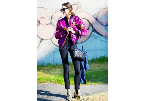 Trendy moda: haftowana kurtka bomber